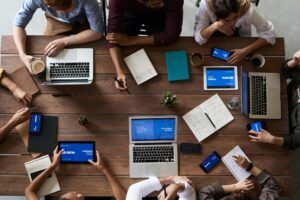 9 Tips For Running Efficient and Effective Sales Meetings featured image